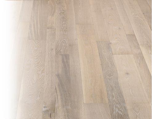 Podlaha, pevná deska bez mezer